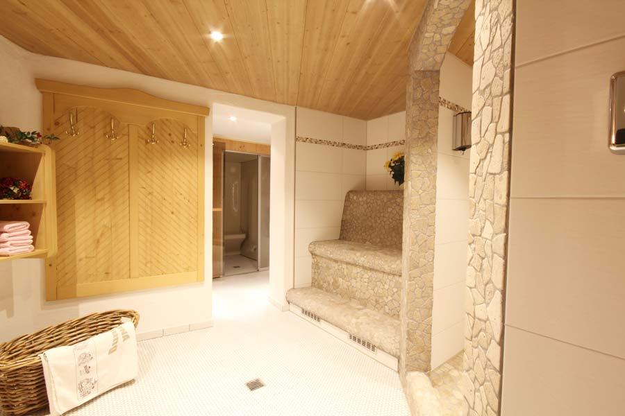 wellness mit dampfbad. Black Bedroom Furniture Sets. Home Design Ideas